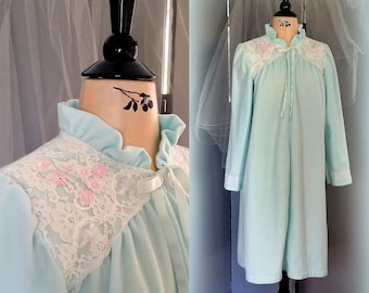 63ae39eeef9 70s Aqua Fleece Robe - White Floral Lace with Pink Embroidered Roses - MISS  ELAINE - Size XL - Beautiful Mother s Day Gift