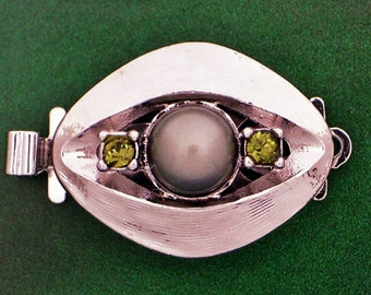 One-Strand Pearl Necklace Clasp with Olivine Swarovski Crystals in Rhodium Finish, 14mm
