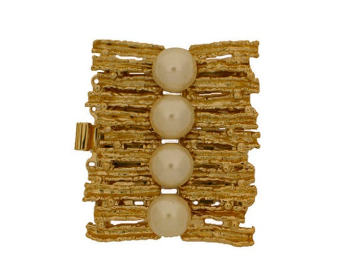 Five-Strand Organic Bracelet Box Clasp with Pearls in Gold or Rhodium Finish, 32x28mm