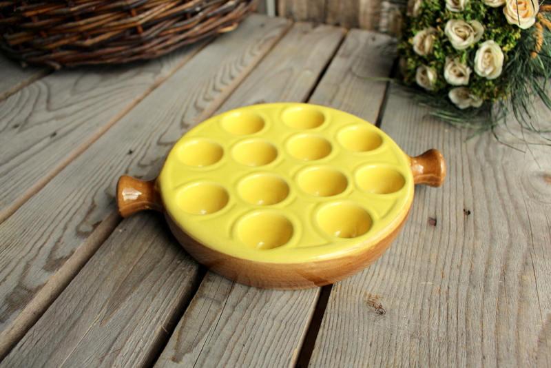 assiette escargots en c ramique jaune et marron plateau etsy. Black Bedroom Furniture Sets. Home Design Ideas