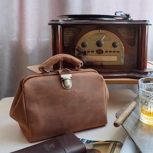 Vintage Handbags, Purses, Bags *New* Smal Leather Doctor Bag Doctor Style Bag Leather Satchel Gladstone Bag Leather Sac Voyage Medical Bag Dulles Bag Vintage Leather Bag $112.50 AT vintagedancer.com