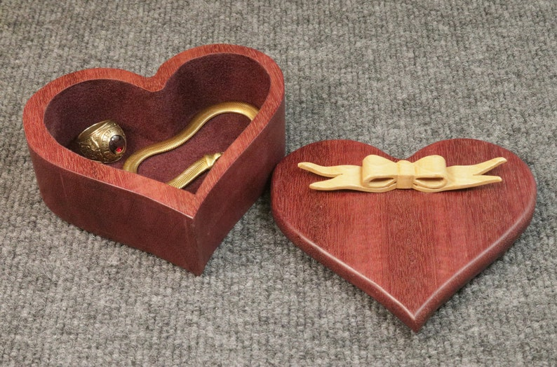 Bloodwood Heart Box with delicate ribbon bow BX843