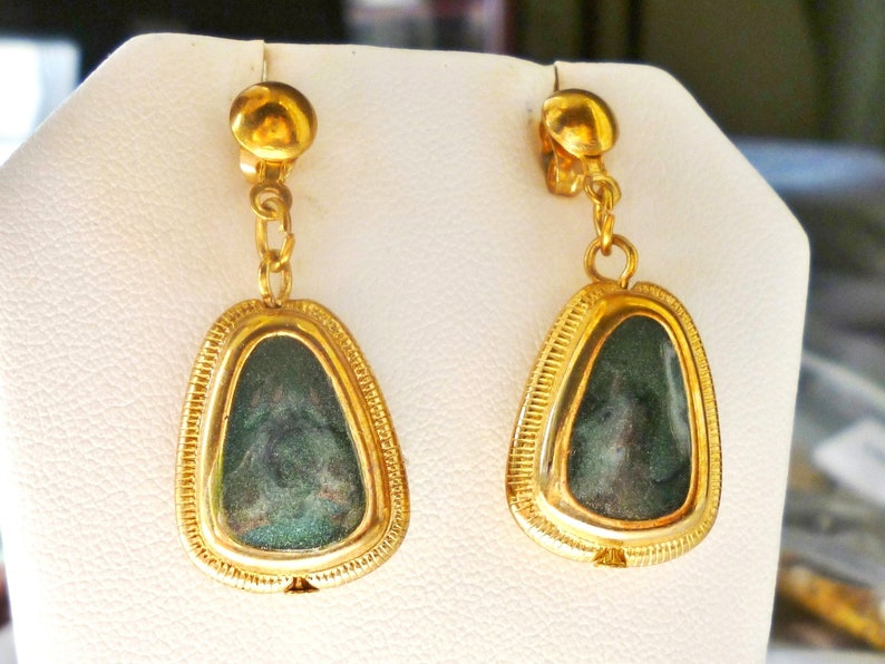 Gold Tone Excellent Condition FREE SHIPPING 13867 10/% OFF Necklace Faux Jade Necklace /& Dangle Earrings Vintage Green