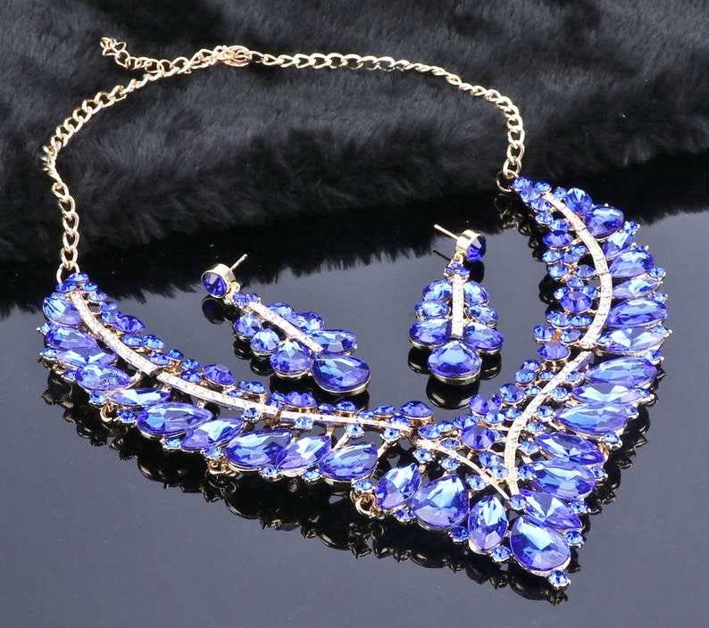 10/% OFF Necklace /& Earring Set Blue Clear Rhinestones Gold Plate Fancy Dressy Bib Pierced Dangles Perfect Condition FREE SHIPPING 15156