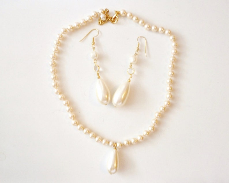 10/% OFF Necklace /& Earring Set Sea Shell Pearls Dangles Hand Knotted Mid Century Style Off White Excellent Cond FREE SHIPPING 0427 12681