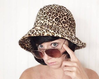 8766b86ff8c99 Vintage animal print soft hat French chic leopard print lady sunbonnet