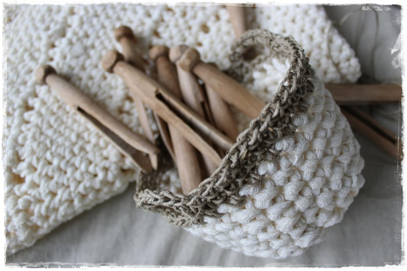 Baskets CREME with 10 VINTAGE clothespins-a favorite piece image 0
