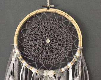 Dream catcher weave crochet in gray and white