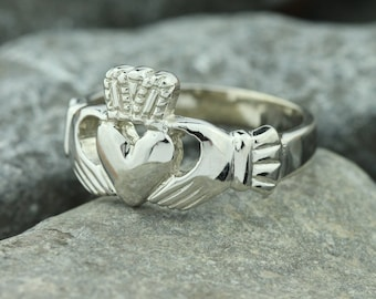 Claddagh ring. Mens claddagh ring, silver or 14K gold or platinum celtic ring, Irish jewelry. Irish ring.