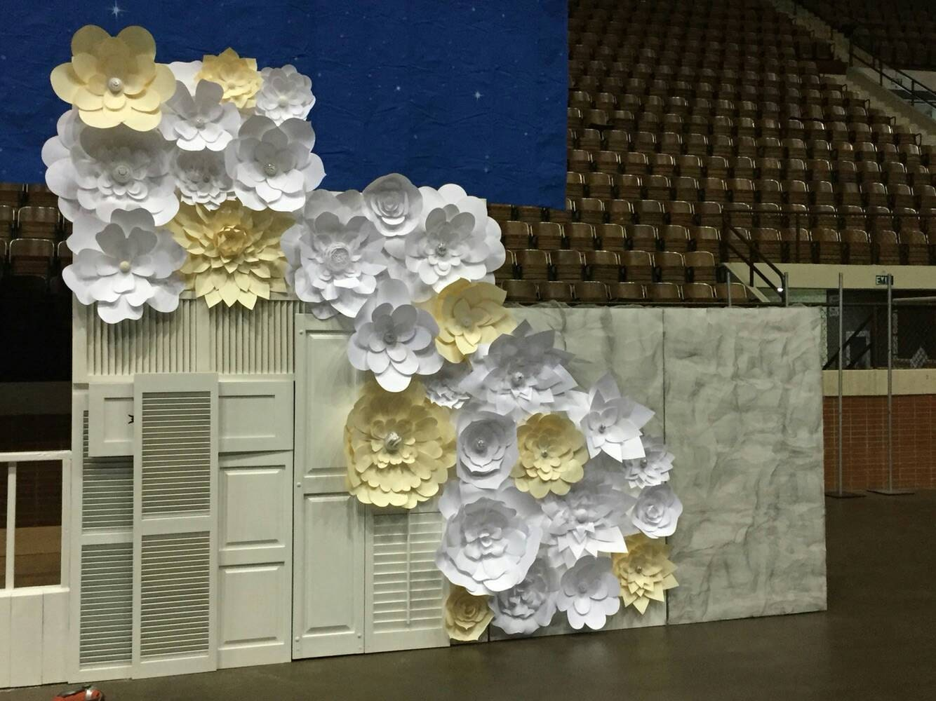 Paper Flowers Set Of 30 Cream And White Paper Flower Wall