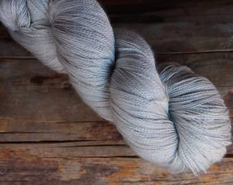 80 % merino extra fine wool yarn and 20 silk in color 'Helmiäinen'
