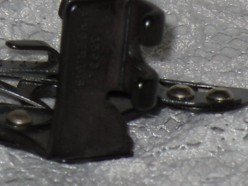 Singer Adjustable Hemmer Foot Attachment 35931 Low Shank Featherweight