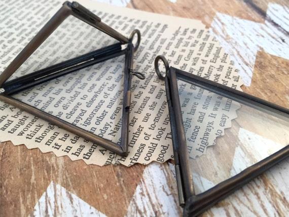 en bronze double sided triangle verre cadre articul pendentif etsy. Black Bedroom Furniture Sets. Home Design Ideas