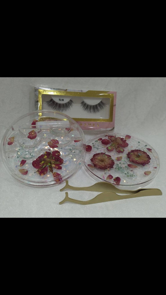 Eyelash case/ holder with real flowers