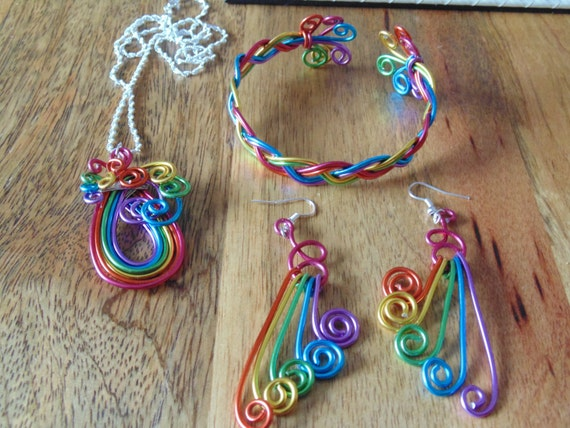 Rainbow coloured silver plated jewellery wire creating a lovely pendant,earrings and bangle