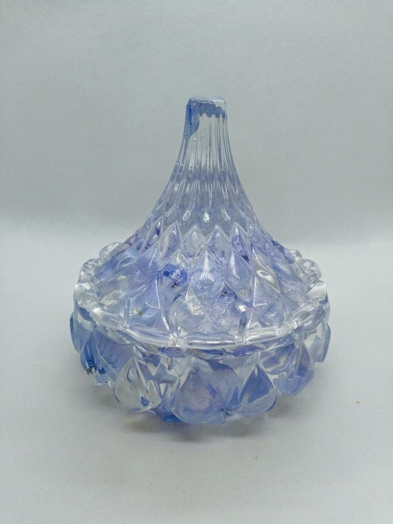 Beautiful elegant trinket box with real hydrangeas and clear resin