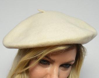 85cfc1f399f25 Vintage 90s Cream Wool Beret Hat Slouchy Winter Hippie Boho Preppy Retro  4596940