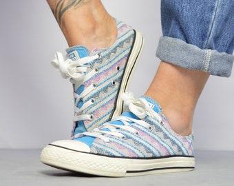 9b512da6b4 Vintage 90s Converse White Pink   Blue Aztec Woven Ox Shoes Low Tops  Trainers Sneakers Chuck Taylor Womens Size UK 4 EU 36.5 US 6 cm 23