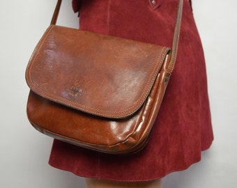 Vintage 90s Brown Leather Shoulder Bag Made in Italy Crossbody Bag Handbag  Satchel Purse Preppy Hippie Boho Festival 4709819 c203efa50855a