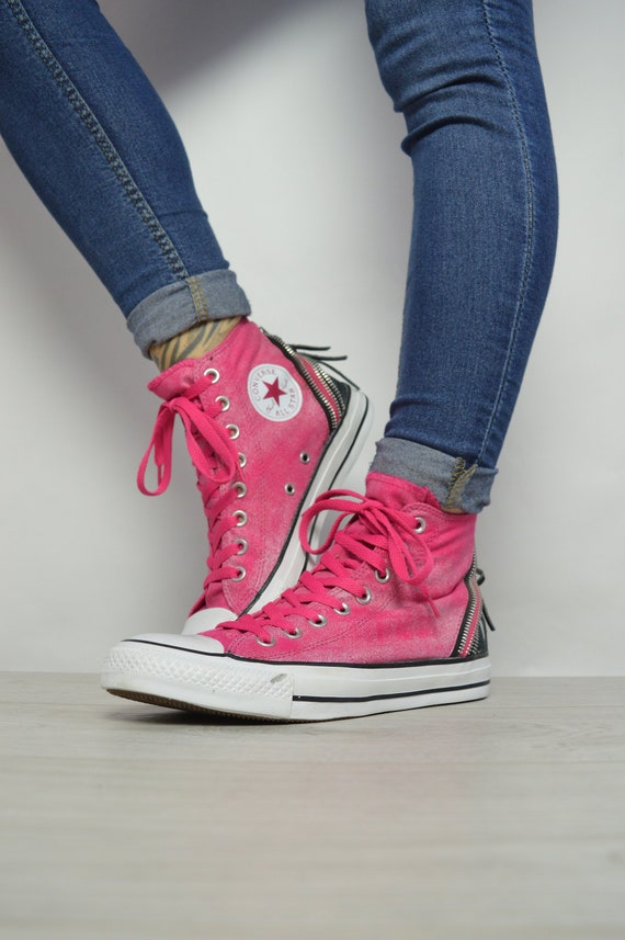 f85534e00ef636 Vintage 90s Converse Pink   Black Hi-Tops Trainers Sneakers