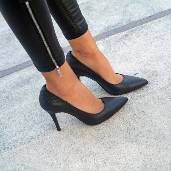 Leather pointed pumps Working girl