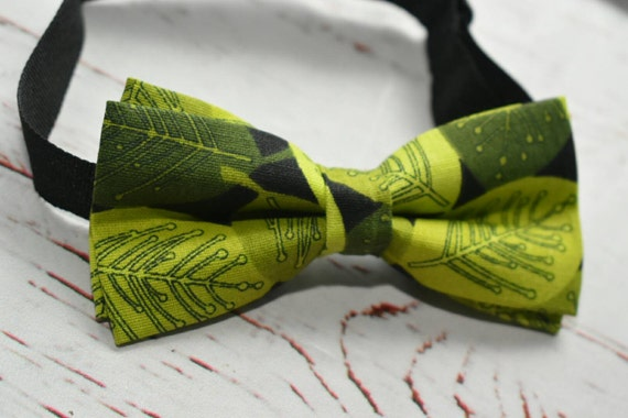 Green leaves Bow Tie for Baby, Toddlers and Boys (Kids Bow Ties) with matching Suspenders / Braces