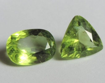 Two Peredots with a total of 4.4ct ideal for mounting in jewelry. Port offered. #PT14