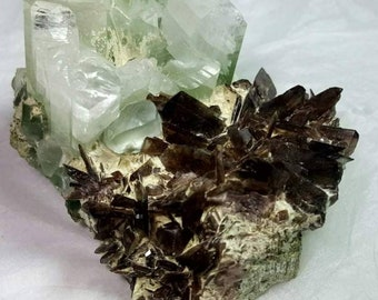 Large specimen of Axinite 6x5x3.5mm. Pakistan. 105gr.