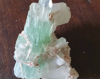 Rare formation in green Apophyllite bow ties with Stilbite and Mordenite from Maharashtra in India.