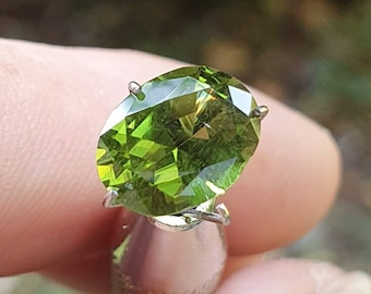Tourmaline Uvite-Dravite 2.05ct. VS1 slightly included. Oval 9.4 - 7.2 - 5.2 mm. Port offered.