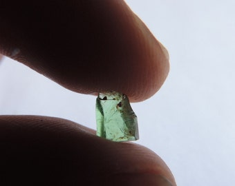 Rough Grossular green garnet Tsavorite 1.35ct crystal from Kenya. #RTSR2