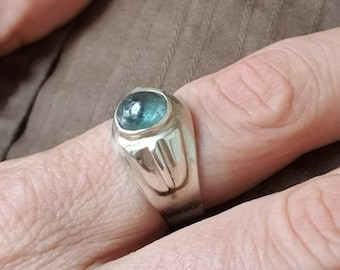 Silver ring with Kornerupine-Prismatine cabochon. US size: 8. Unique and handmade model. Port offered.