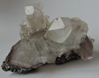 Apophyllite tip and Stilbite 83.28 gr. from Maharashtra, India 67.7 x 62.5 x 52.5 mm. #APS8328