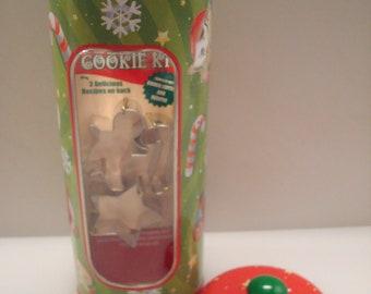 Vintage Christmas Cookie Kit Tin - Set of (3) Mini Cookie Cutters & Recipes - Tin Box Co. - NOS!!