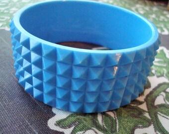 Vintage Blue Plastic Diamond Cut Bangle Bracelet - Excellent Condition!!