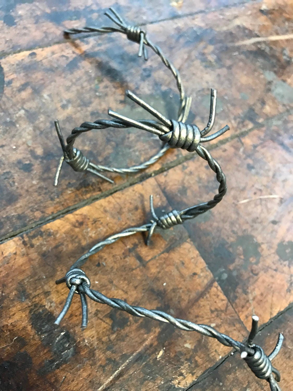 New 12/' of Rusty Wicked Wire Halloween Prop Barbed Wire Decor Decorations Haunt