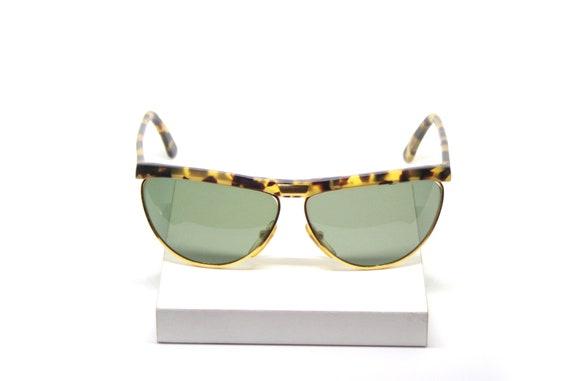 POLAROID  NEW VINTAGE sunglasses