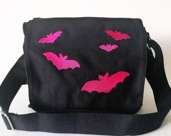 Shoulderbag -  bat swarm *pink