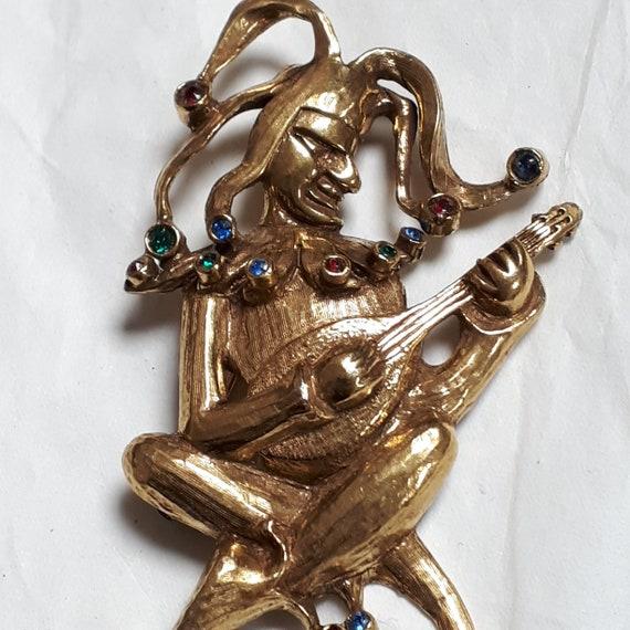 JEANNE JESTER brooch, goldtone, rhinestones, signe