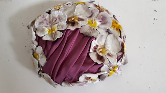 ELSA SCHIAPARELLI hat, velvet pansies, lots of pa… - image 7