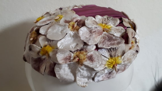 ELSA SCHIAPARELLI hat, velvet pansies, lots of pa… - image 8