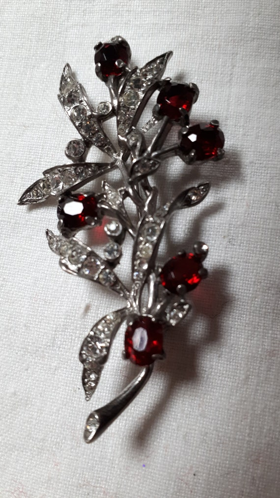 CROWN TRIFARI Sterling silver brooch, ruby red and