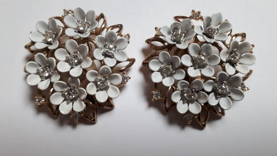 TRIFARI white floral clip earrings, pat pend, vint