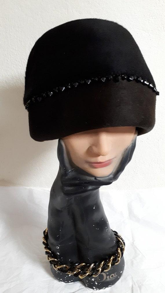 ELSA SCHIAPARELLI cloche style vintage hat, black
