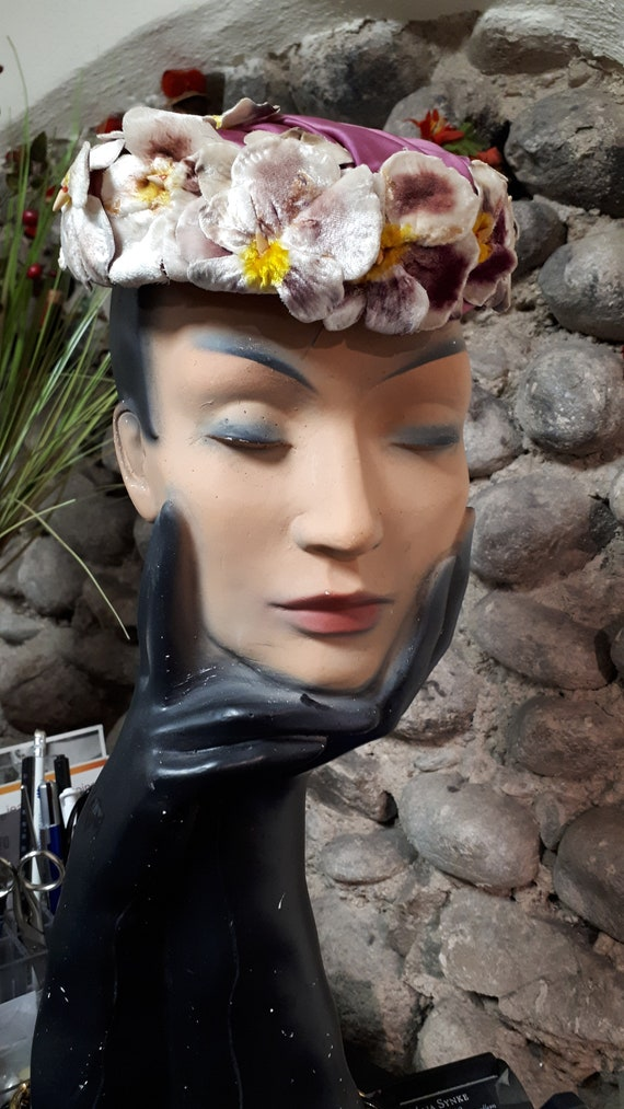 ELSA SCHIAPARELLI hat, velvet pansies, lots of pa… - image 4
