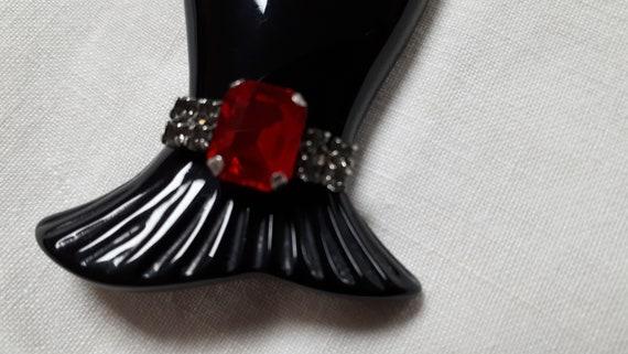 Marion Godart HAND brooch, black resin, red rhine… - image 7
