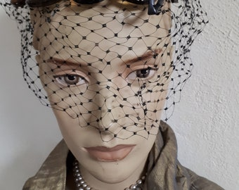 BES-BEN original hat, pristine condition, veil intact, lacquered leather, fabulous