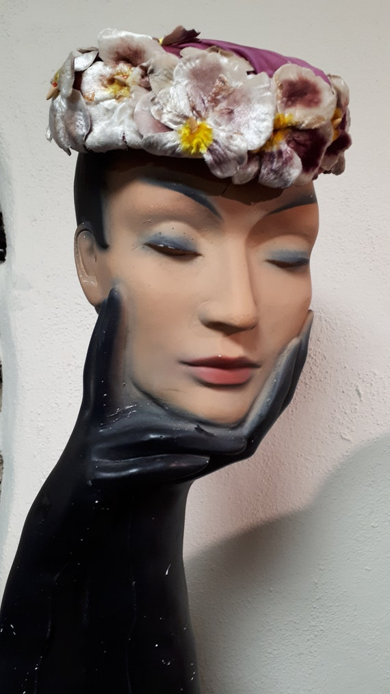 ELSA SCHIAPARELLI hat, velvet pansies, lots of pa… - image 9