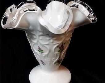 Violettes de FENTON argent crête dans la neige signé vase mini Kim Blake