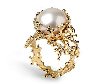 CORAL Gold Pearl Ring, Gold Pearl Engagement Ring, Gold Statement Ring, Unique Freshwater Pearl Ring